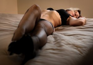 Luena escort in Farmersville