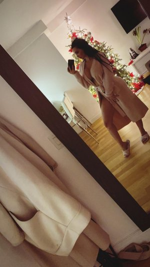 Mailyne escort girl in Winchester