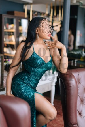 Layssa escort in DeForest